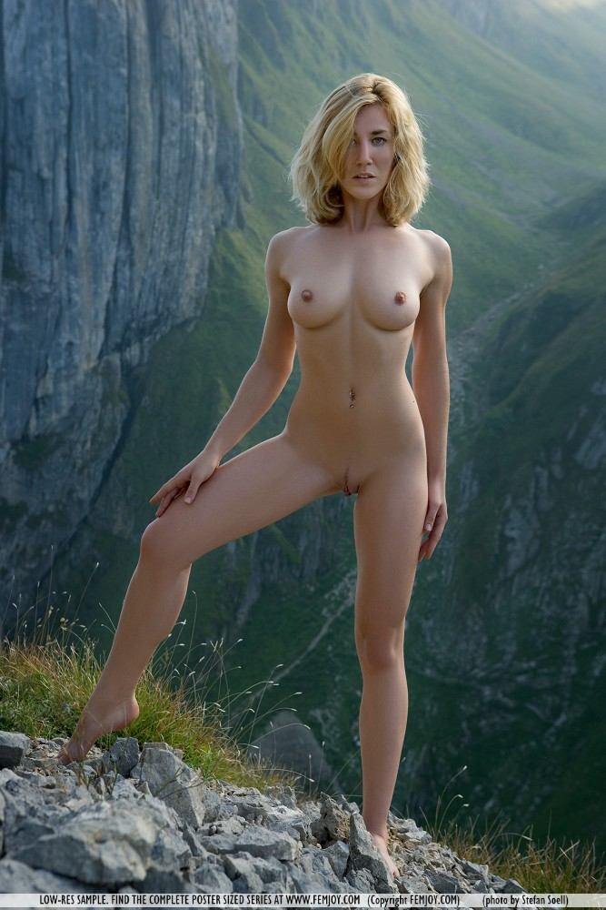 Natural nude art model