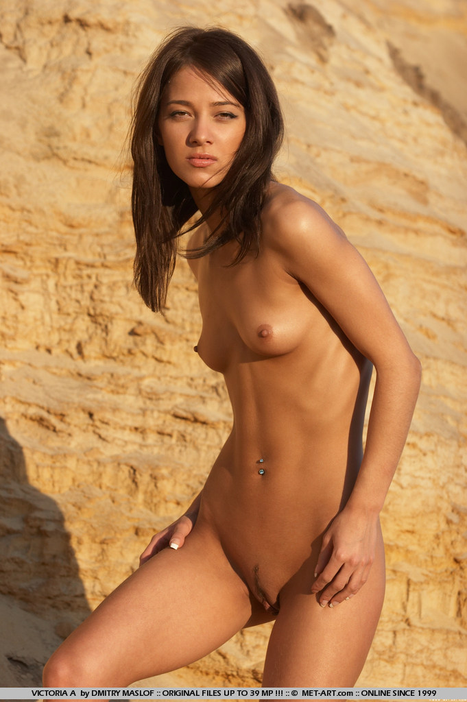Beautiful young nude Victoria B from Met-Art