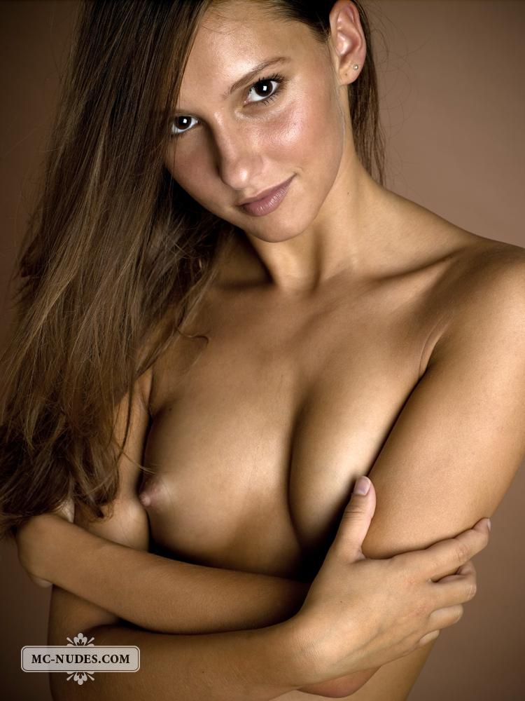 sexy nude smily girls