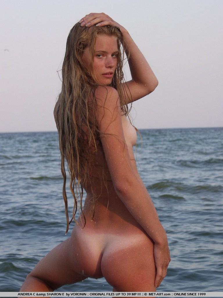 tan naked swedish girls